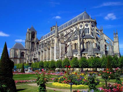 D couvrez la ville de bourges des jardins des canaux et - Mobilier de jardin zyke saint etienne ...