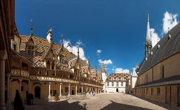 Découvrez la ville de Beaune, la capitale des vins de Bourgogne en Côte d'Or
