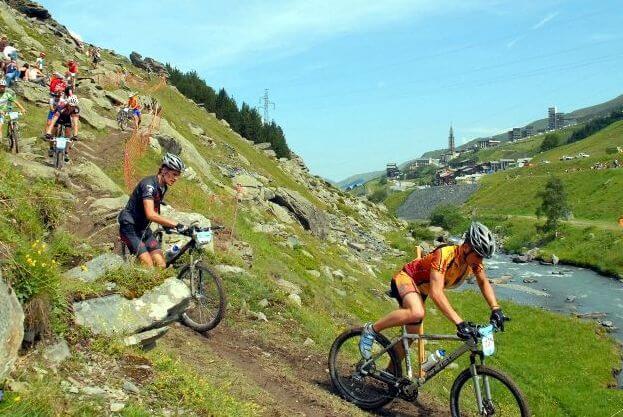 Pourquoi vos prochaines vacances devraient être une escapade estivale à la montagne